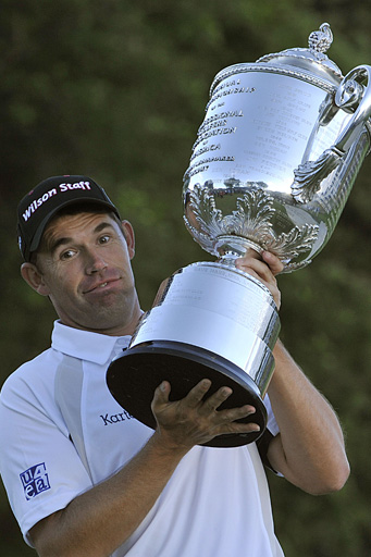 Harrington struggles to hold up his massive prize