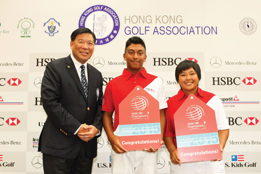 HKGA's Ning Li presents Leon D'Souza and Vivian Lee with their special invitations from HSBC