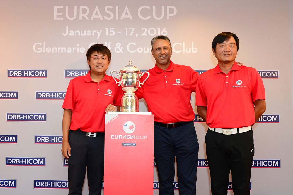Jeev Milkha Singh with Malaysians Nicky Fung (left) and Danny Chia (right)