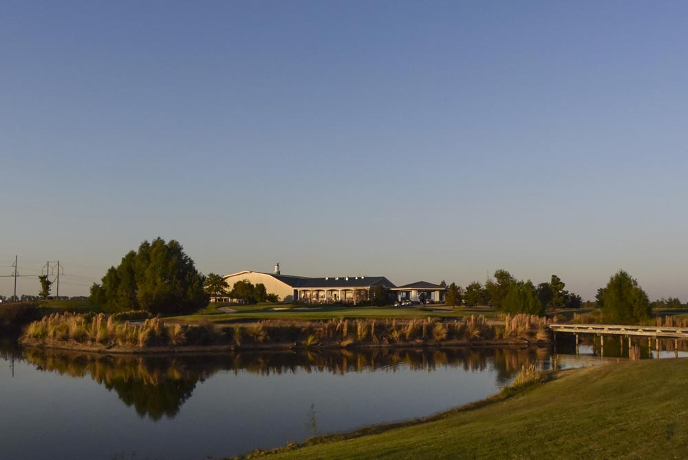 18th green and Clubhouse at Tunica National