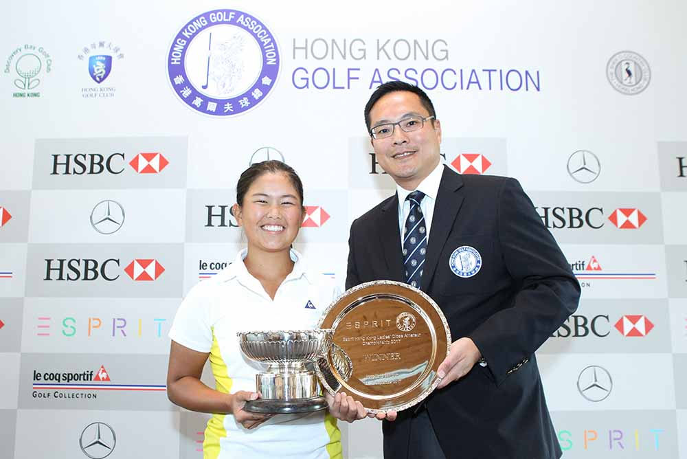 Kenneth Lam, Vice President of the HKGA, presents the Hong Kong Ladies Close Amateur Championship trophy to Isabella Leung