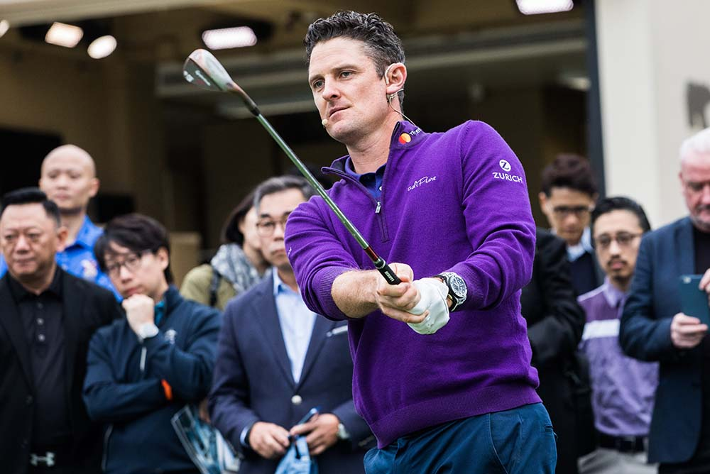 Justin Rose demonstrates his short game technique