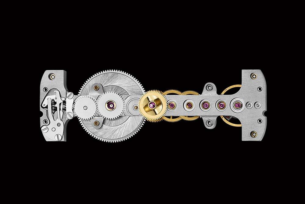 Golden Bridge Round, the manually wound inline baguette-shaped movement