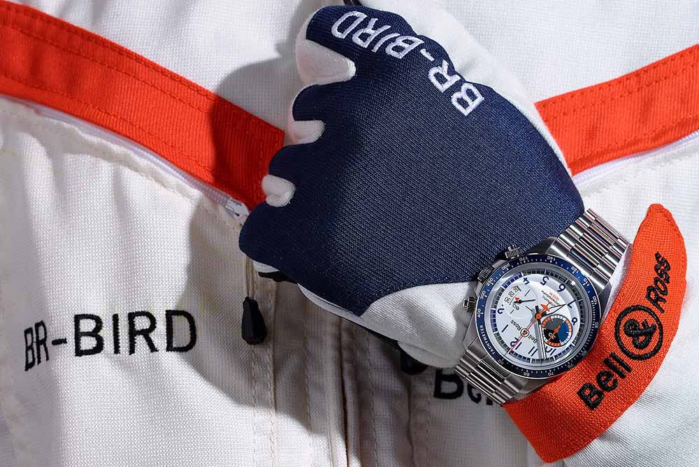The white dial of the Racing Bird V2-94 is as if the body of the racing plane