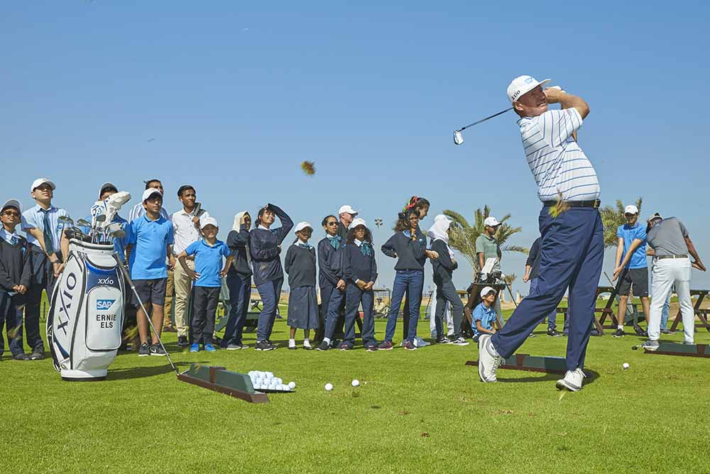 Ernie Els gives a golfing demonstration to local school children