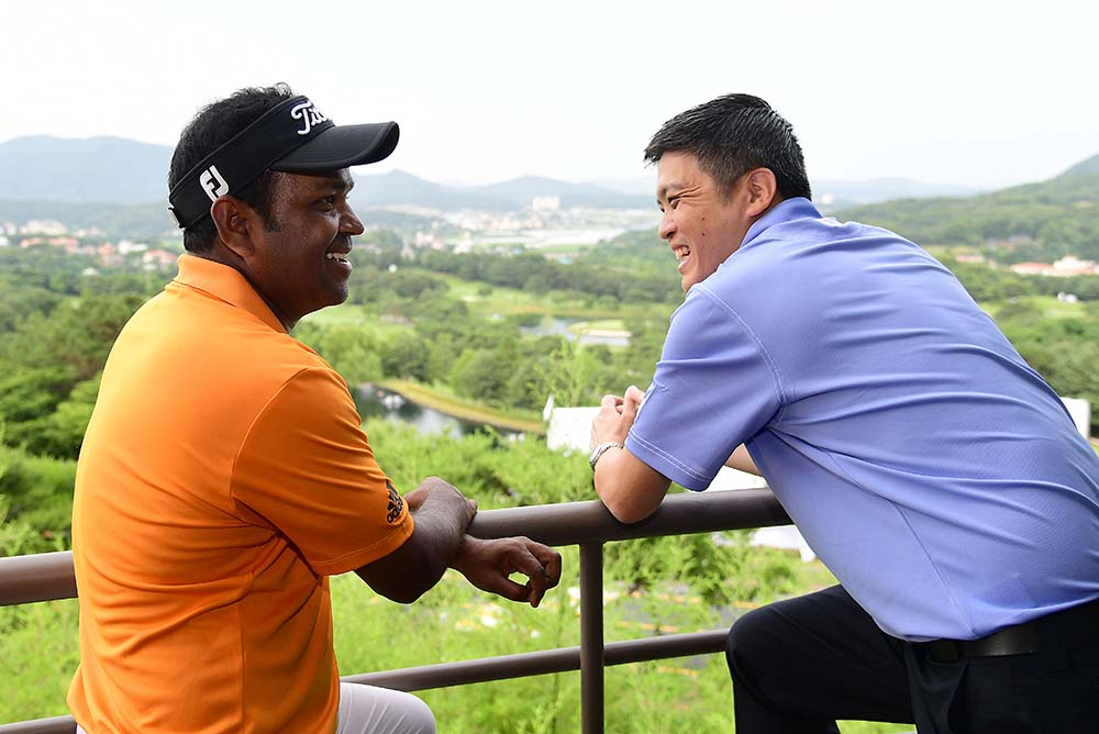 Calvin Koh (right) is in conversation with Siddikur Rahman on the Asian Tour event in South Korea