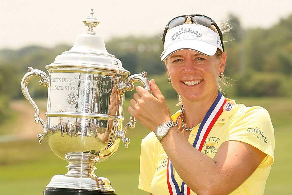 Annika Sorenstam holds the 2006 U.S. Open Championship trophy
